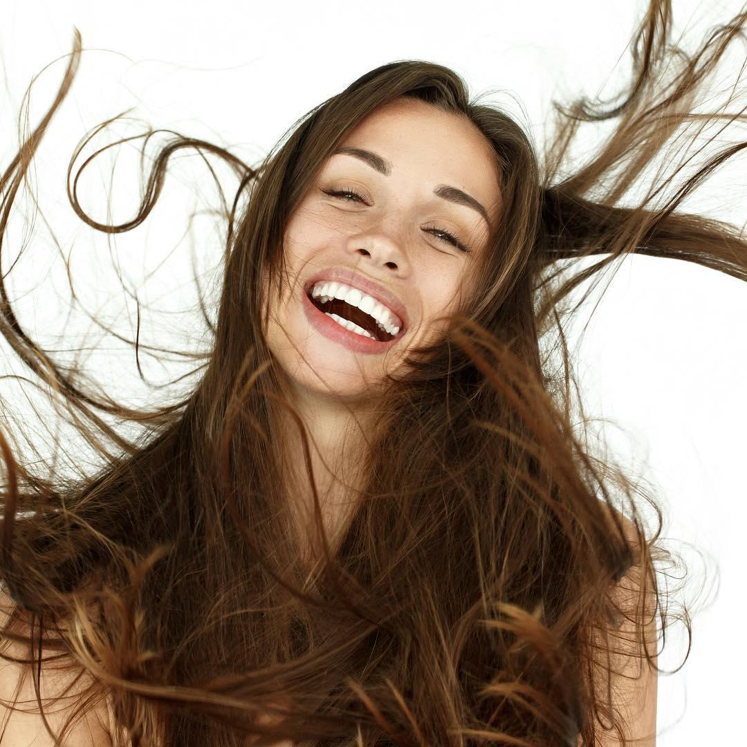 messy hair girl